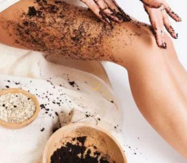 Кофе против целлюлита: кофейное обертывание и скраб